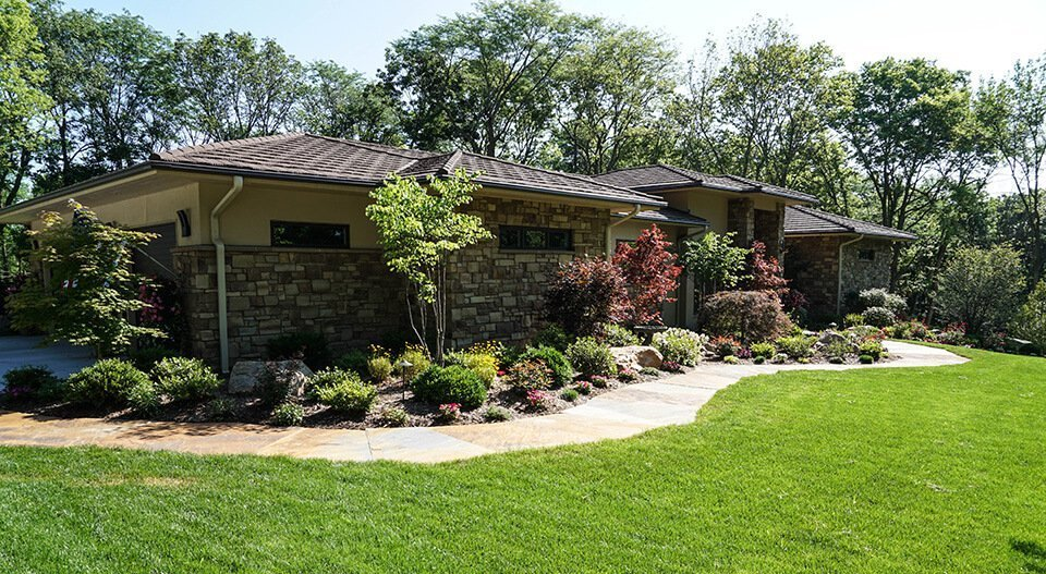 front entry planting waukee iowa - Ted Lare - Design & Build